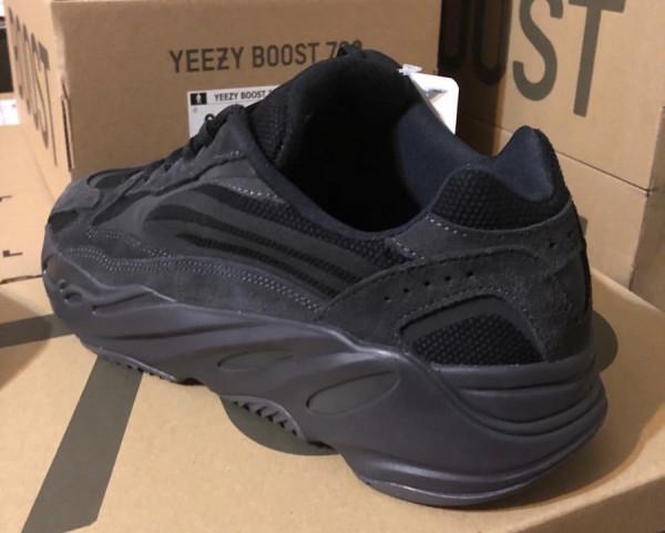 6月29日】adidas Yeezy Boost 700 V2