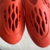 """【2020年春発売!?】adidas Yeezy Foam Runner """"Red""""【イージーフォームランナー】"""